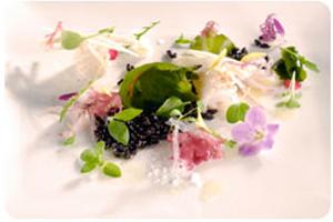 Salada de Arroz Preto com Lulas, Algas e Tucupi